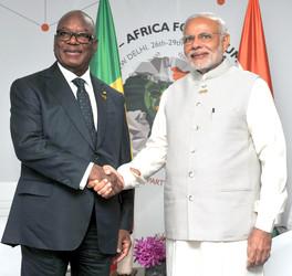 NEW DELHI, OCT 29 (UNI):-Prime Minister, Narendra Modi meeting the President of the Republic of Mali, Ibrahim Boubacar Keita(L), on the sidelines of the 3rd India Africa Forum Summit 2015, in New Delhi on Thursday.UNI PHOTO-62U